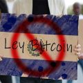 warga El Savador tolak UU Bitcoin